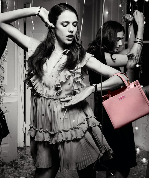 Margaret Qualley Kate Spade - Sam çantası ile