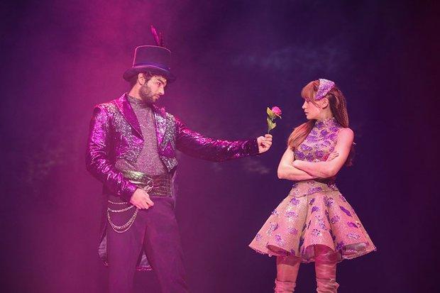 Şapkacı ve Alice (Şükrü Özyıldız ve Serenay Sarıkaya) - Alice Müzikali