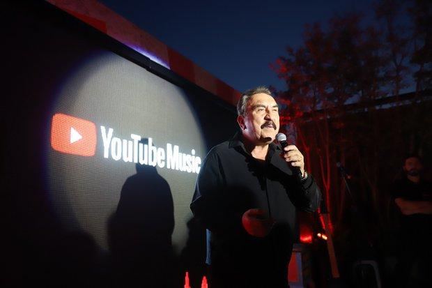 Ümit Besen Youtube Music lansmanında sahnede