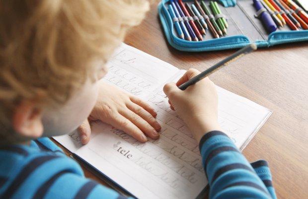 El yazısı çocuklar için neden zor?