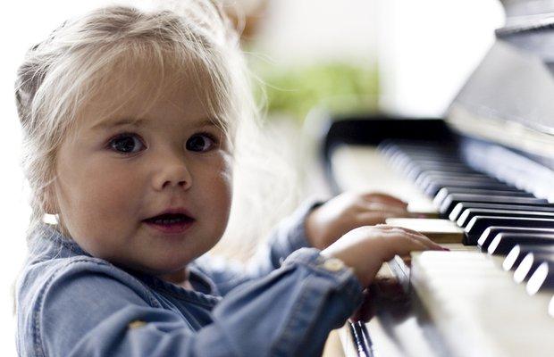 Erken yaşta müziğe başlamak çocuk gelişimine katkı sağlıyor