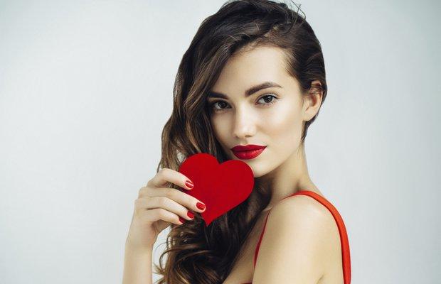 kalp sevgililer gunu kirmizi kadin makyaj guzellik