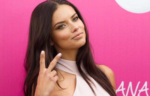 Adriana Lima yeniden Veet'in yüzü