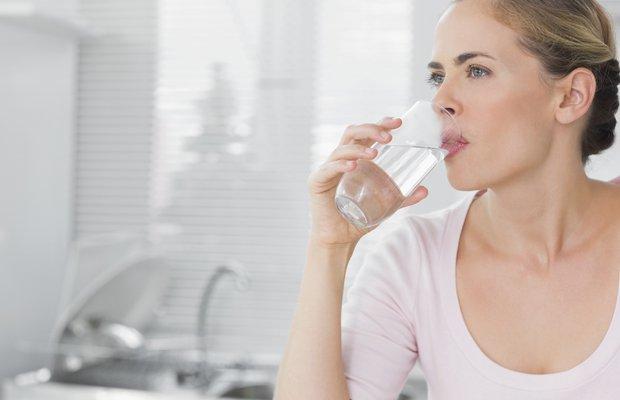 Sabah aç karnına su içmek zayıflatıyor