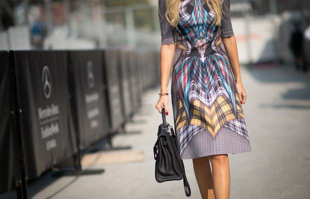 Sezon favorimiz desenli elbise modelleri