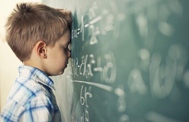okul cocuk tahta sinav mutsuz matematik uzgun basarisiz