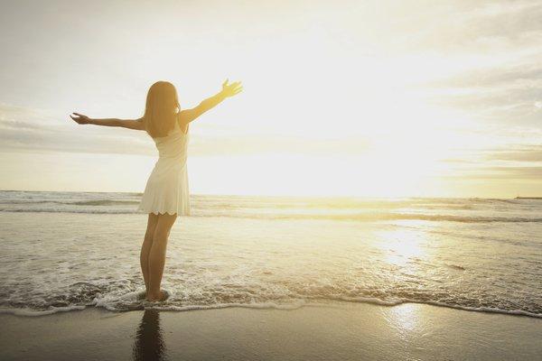 sahil gunes gun dogumu kadin ozgurluk sessizlik yoga huzur