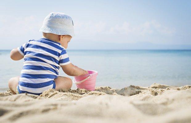 bebek yaz gunes guneskremi krem plaj kum deniz sapka