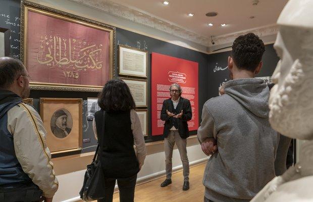 Galatasaray Lisesi'nin 150 yıl sergisini kuratörü ile gezin