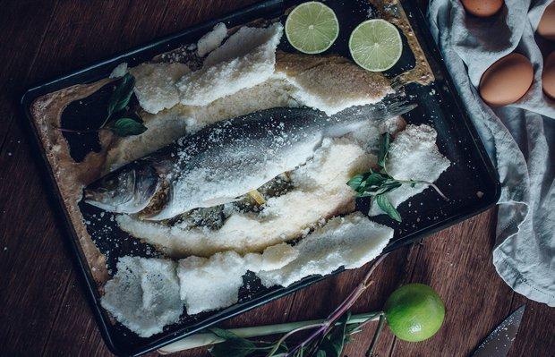 Enfes bir akşam yemeği: Tuzda balık