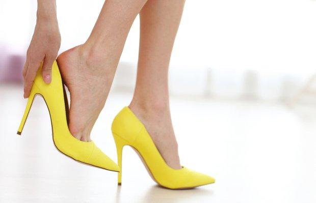 Yüksek topuk ve sivri burun ayak kemiklerine zarar veriyor