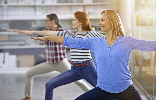 ofiste yoga spor egzersiz is