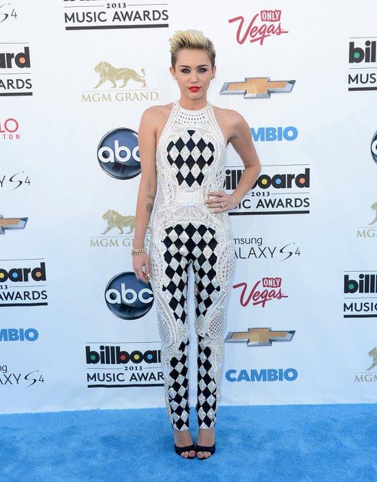 2013 Billboard Müzik Ödülleri'nde kim ne giydi? billboard 2013 Miley 2