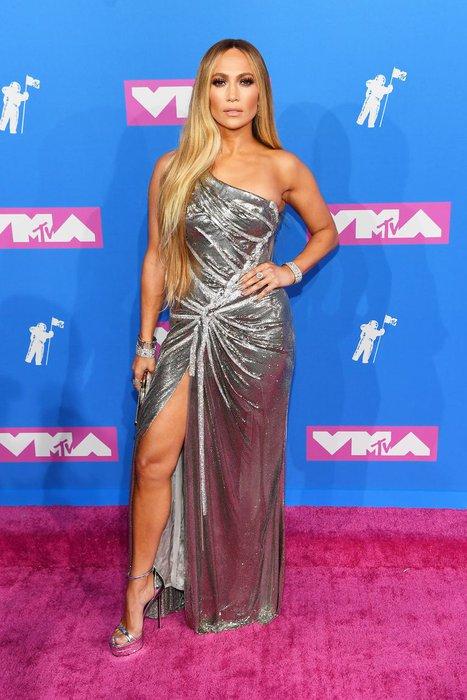 JLo 2018 MTV Video Müzik Ödülleri'nde Versace'den şaşmadı!