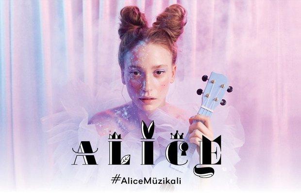 Büyüleyici 'Alice' müzikali başlıyor