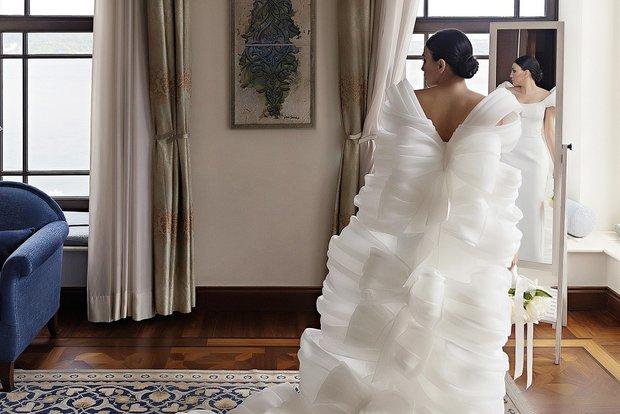 Hakaan Yıldırım yeni koleksiyonunun ilk couture gelinliğini tasarladı